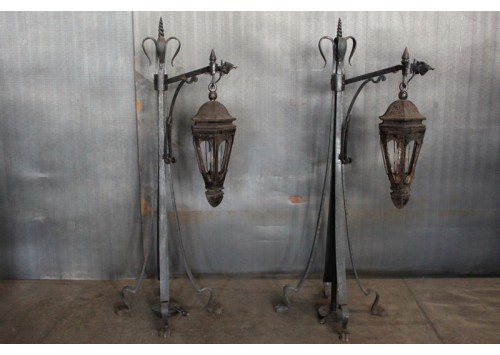 CAST IRON OUTDOOR LIGHTS