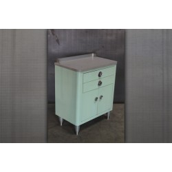 27.  MEDICAL CABINET IN GREEN