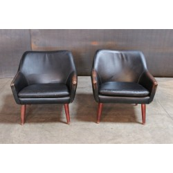 MID-CENTURY MODERN BLACK LEATHER CHAIRS