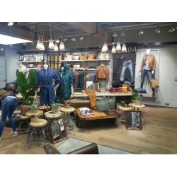 RETAIL STORE INSTALLATION - TIMBERLAND UK