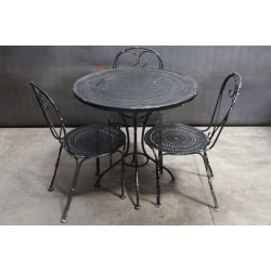 WOODARD TABLE AND CHAIRS