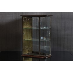 VINTAGE ROUNDED CORNER DISPLAY CASE