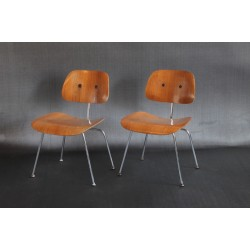 HERMAN MILLER EAMES MOLDED PLYWOOD LOUNGE CHAIRS W/ METAL BASE
