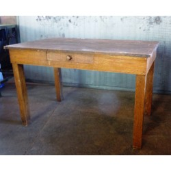 SMALL OAK TABLE WITH DRAWER